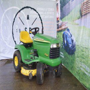 John Deere LT166 Ride on mower